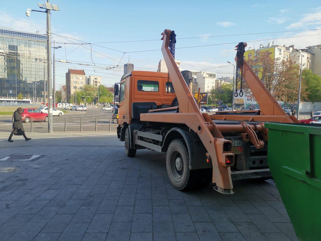Kamion za odvoz suta
